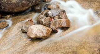 Danas bath rushing rocks