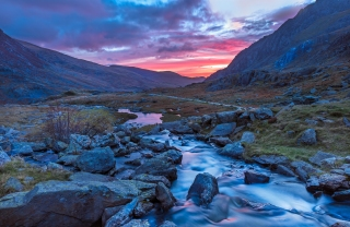 Looking back at dawn from Llyn Idwal