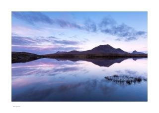 Magenta Loch an Ais