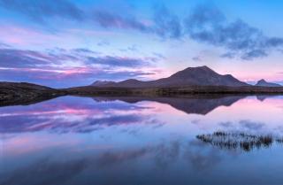 Majenta Dawn Loch an Ais