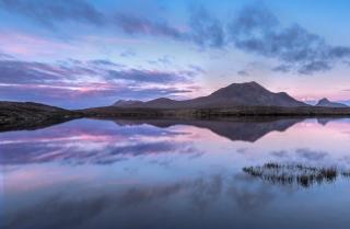 Dawn Loch an Ais