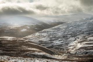 Hill snow patterns