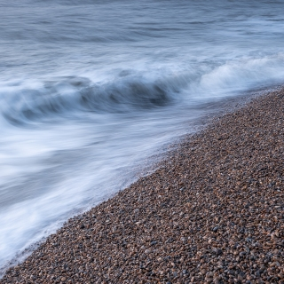 Shingle street wave roll